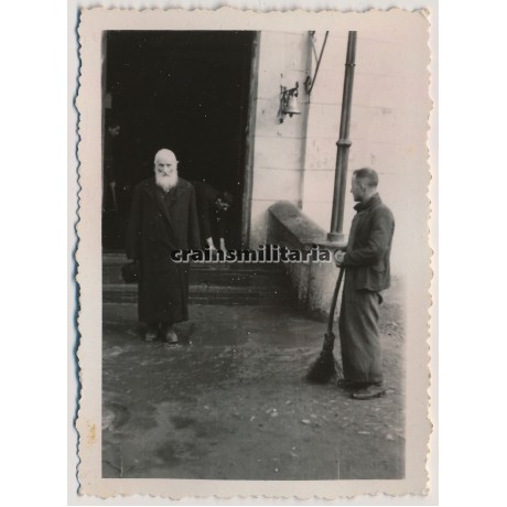Jewish Rabbi shortly before his executioin in Lodz, Poland