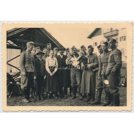 SS Deutschland group portrait
