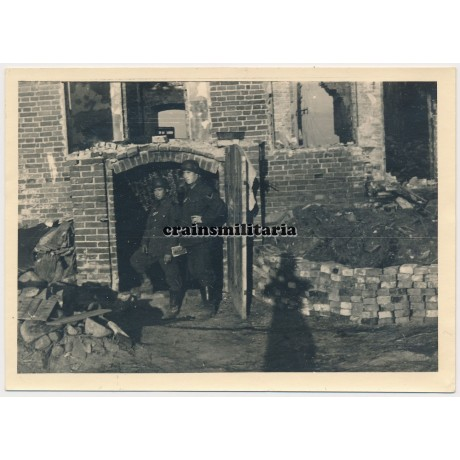 Soldiers with Soldbuch near destroyed house