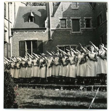 Flemish DRK nurses saluting