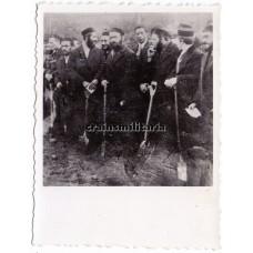 Jewish men during forced labor in Warschau