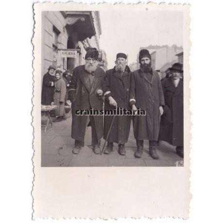 Portrait of Jewish men in Warschau Ghetto