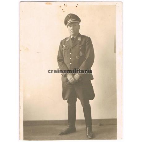 Luftwaffe officer with Bayrische Flugzeugführerabzeichen