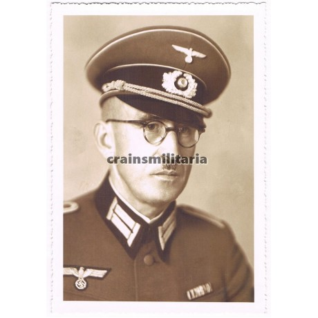 Heer officer with Schirmmütze in Regensburg